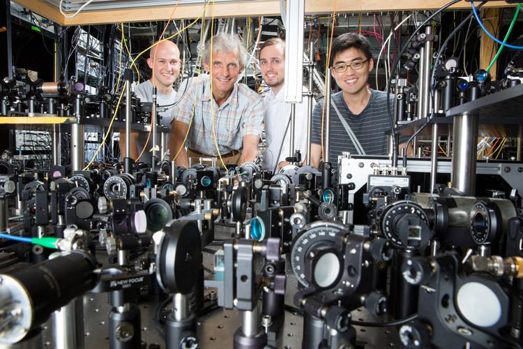 Nhóm nghiên cứu từ MIT.