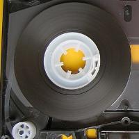 Hãy xem đoạn video sau để biết làm ra một cuộn băng cassette là quá trình đầy nghệ thuật như thế nào