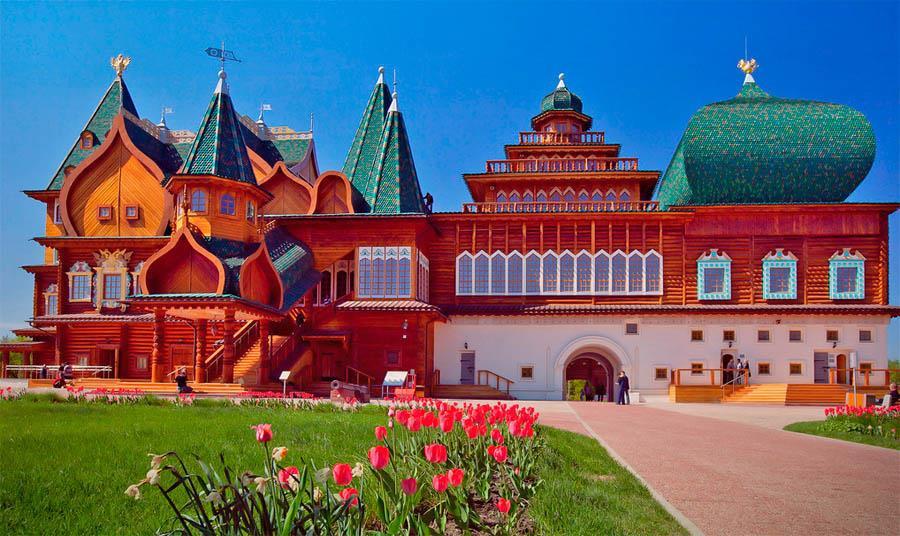 """Cung điện mùa hè là một công trình có hình khối mang """"hơi thở thần tiên"""","""