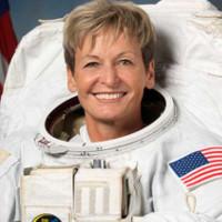 Nữ phi hành gia Mỹ lập kỷ lục chuyến đi ra ngoài không gian dài nhất