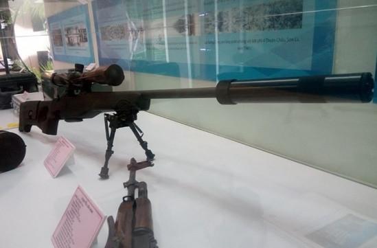 Súng bắn tỉa CZ 750 S1M2 được Bộ Công An giới thiệu trong Triển lãm Thành tựu kinh tế - xã hội 2015