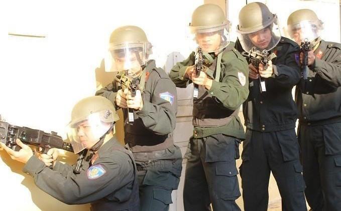 Một số loại súng rất hiện đại của cảnh sát đặc nhiệm Việt Nam.