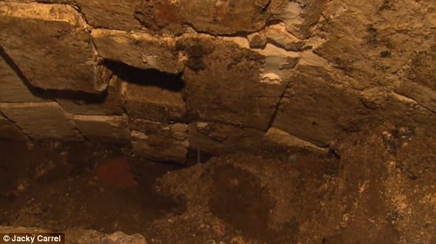 Tường của hầm ngầm.