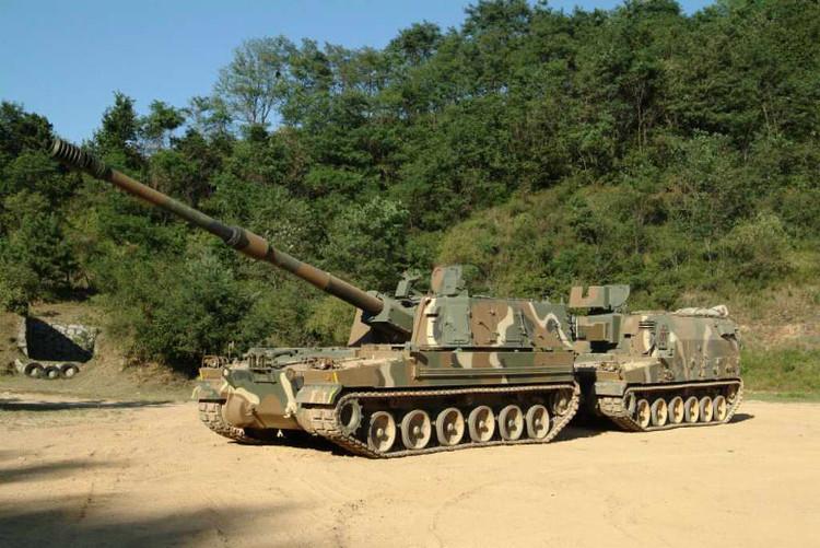 K9 có tốc độ bắn tối đa 6-8 phát/phút, tầm bắn cực đại 52-56km.