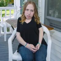 Cô gái 23 tuổi cùng lúc nuôi 2 bộ xương trên người