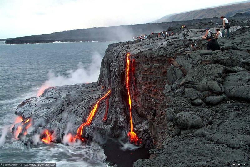 Núi lửa Mauna Loa ở Hawaii thường xuyên phun trào trong hơn 700.000 năm qua.