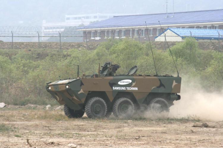 Xe bọc thép bánh hơi đa mục đích của Samsung giúp bảo vệ binh lính khỏi mìn