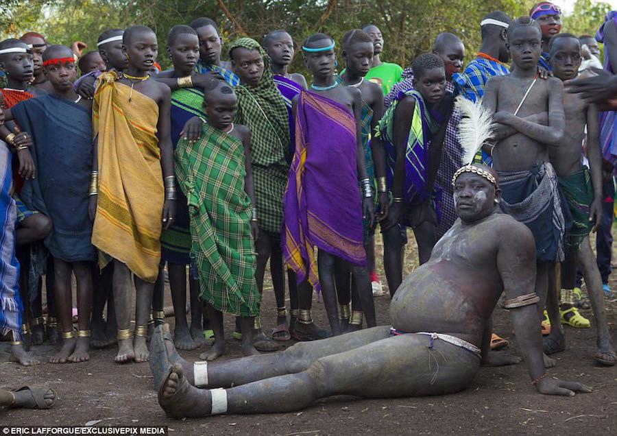 Nhiếp ảnh gia Pháp Eric Lafforgue đã tìm đến bộ lạc Bodi để ghi lại trải nghiệm mới mẻ này.