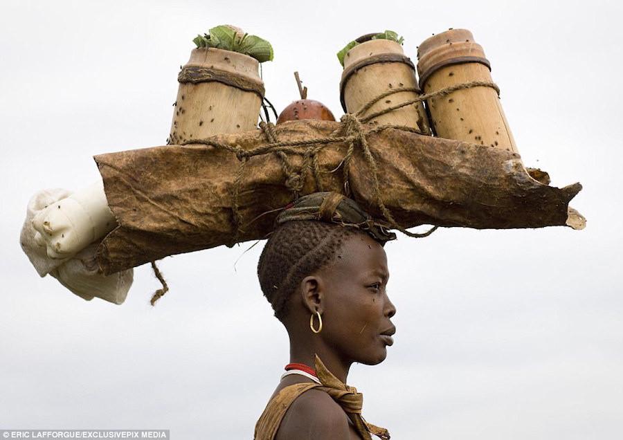 Phụ nữ bộ lạc Bodi bị thu hút bởi đàn ông bụng béo.