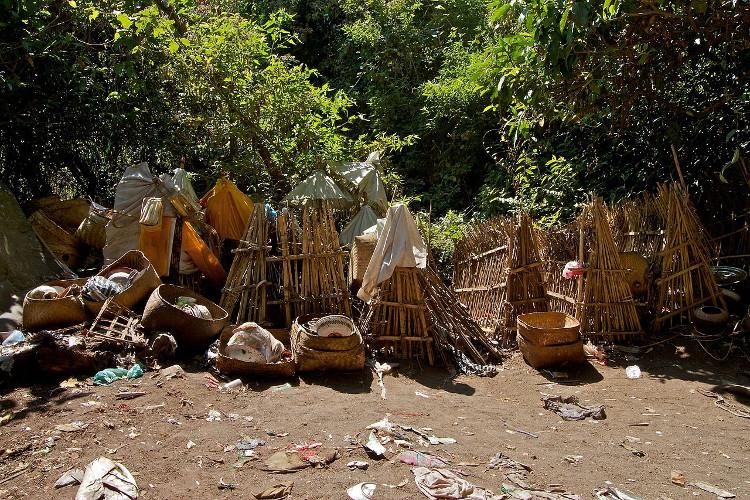 Nếu những phụ nữ trong làng cố tình đến đây, người ta tin rằng, ngôi làng Trunyan sẽ phải hứng chịu những thảm họa kinh hoàng