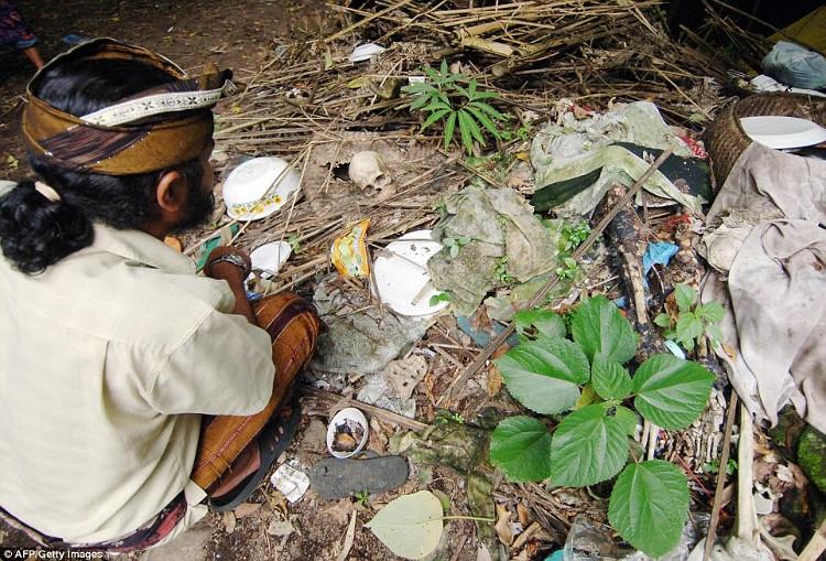 Ở Bali, không chỉ phơi xác người quá cố để tôn vinh, cư dân ở đây còn có những lễ hội truyền thống kỳ lạ như Brutuk.