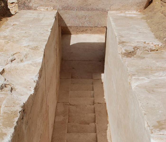 Các bậc thang của kim tự tháp.