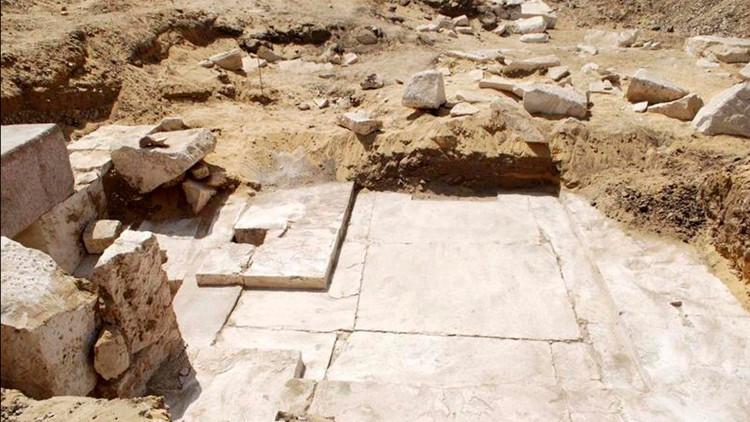 Dấu tích kim tự tháp cổ