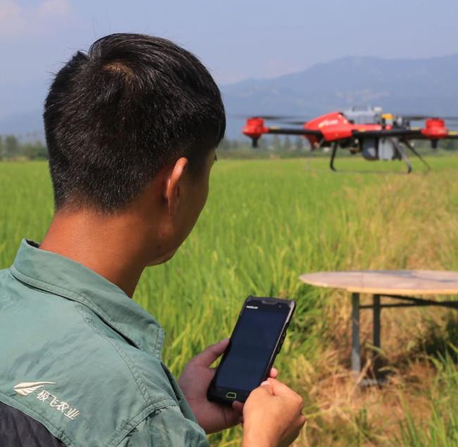 Thử nghiệm chạy Xaircraft trên một cánh đồng địa phương.