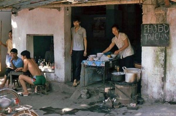 Thời đói nghèo, thiếu ăn nên lúc nào cũng thèm cái gì đó.