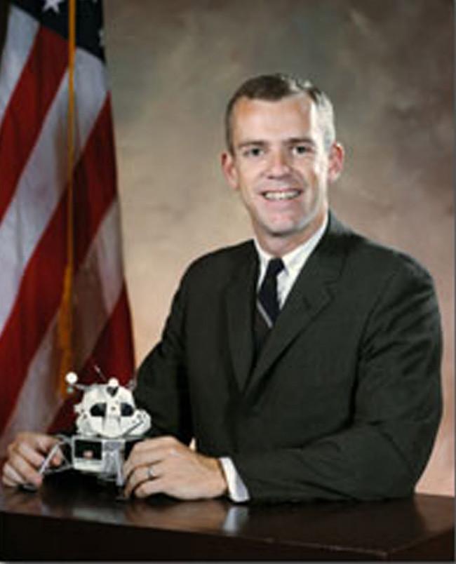 Brian O'Leary tin người ngoài hành tinh đang cố liên lạc với chúng ta.