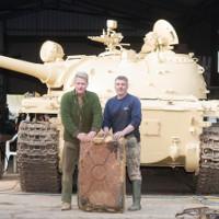 Nhà sưu tập Anh tìm thấy 25kg vàng trong xe tăng cũ