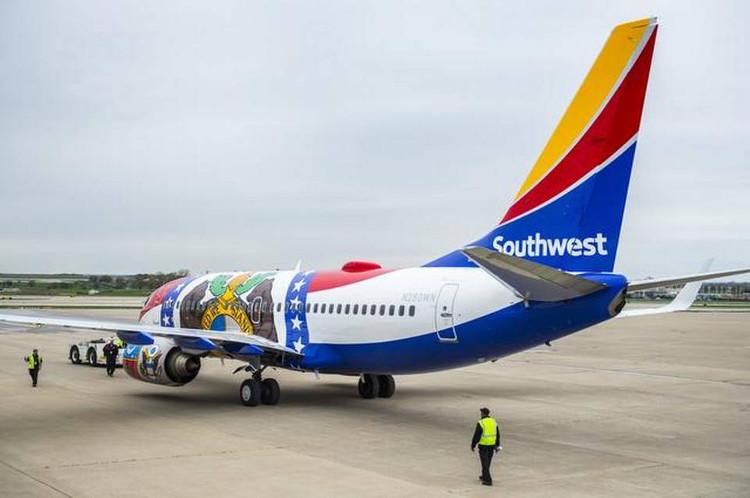 Sau khi sơn xong, máy bay nặng thêm 252kg nữa.