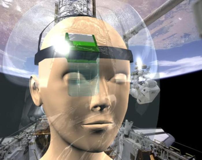 EyeSpeak có khả năng dò chuyển động của mắt thông qua một bàn phím ảo nằm bên trong mắt kính.