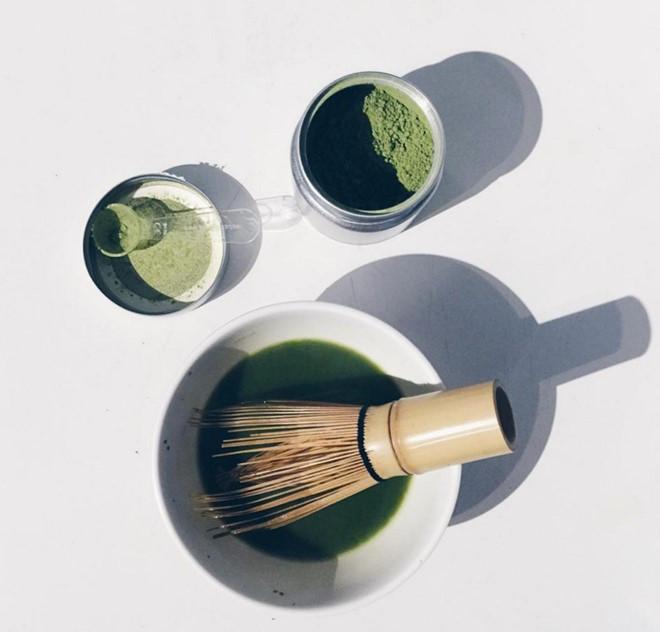Matcha là loại bột nguyên chất nghiền từ lá trà.