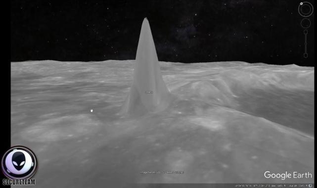 """Một trong 6 tòa tháp được """"phát hiện"""" trên bề mặt Mặt Trăng."""