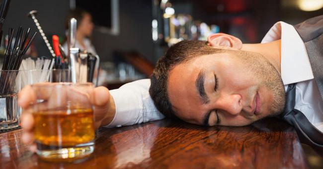 Không phải bất cứ ai cũng vướng phải hội chứng đỏ mặt khi uống rượu bia.