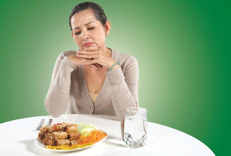 Chán ăn không có lý do, hay khó nhuốt cũng là những dấu hiệu của bệnh ung thư.