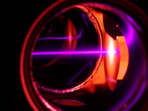 Để tạo chất lỏng kỳ lạ này, nhóm đã sử dụng tia laser để làm mát các nguyên tử rubidi