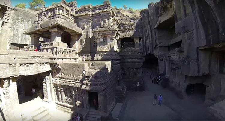Người Ấn Độ thường gọi nó là đền Kailash.