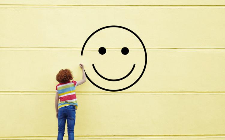 Hạnh phúc giống như một đường cong chữ U, sụt giảm từ sau tuổi 23 rồi tăng ở tuổi 69.