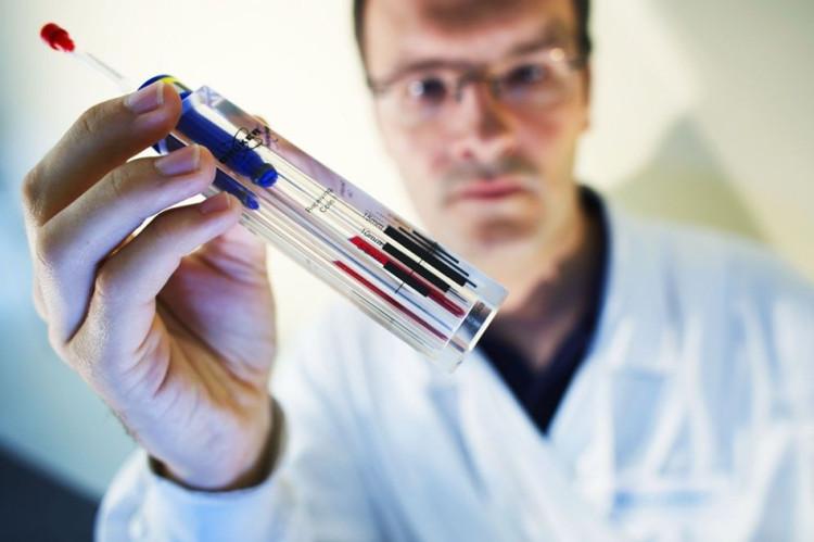 Phát hiện kim loại và mảnh vụn nhiễm bẩn trong hàng loạt vắc xin cho người.