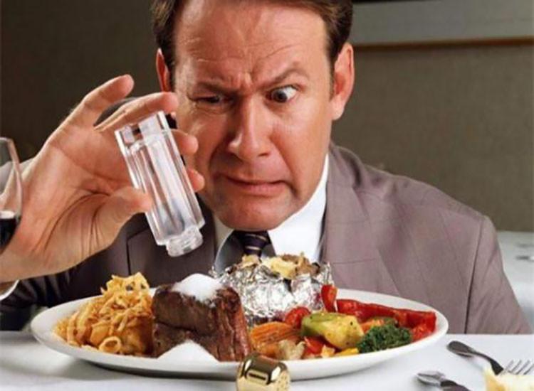 Chế độ ăn nhiều muối thực sự làm gia tăng tần suất đói, chứ không phải khát.