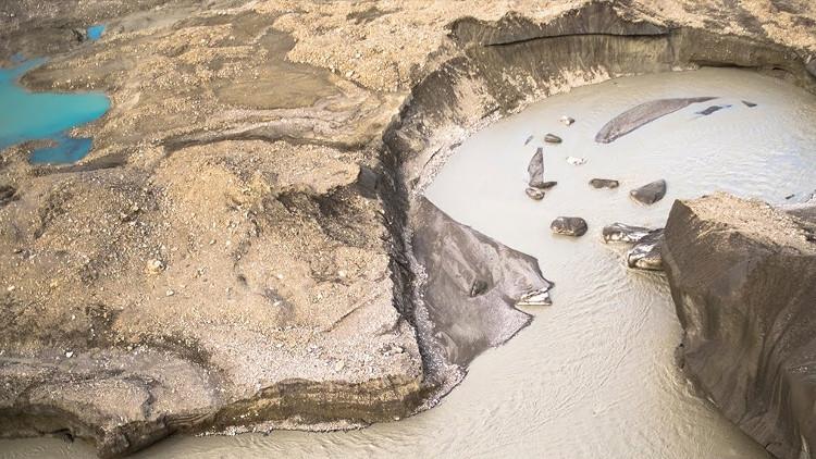 Mực nước sông giảm đi đáng kể chỉ trong 4 ngày, mức giảm lớn đến mức dòng sông không thể hồi sinh.