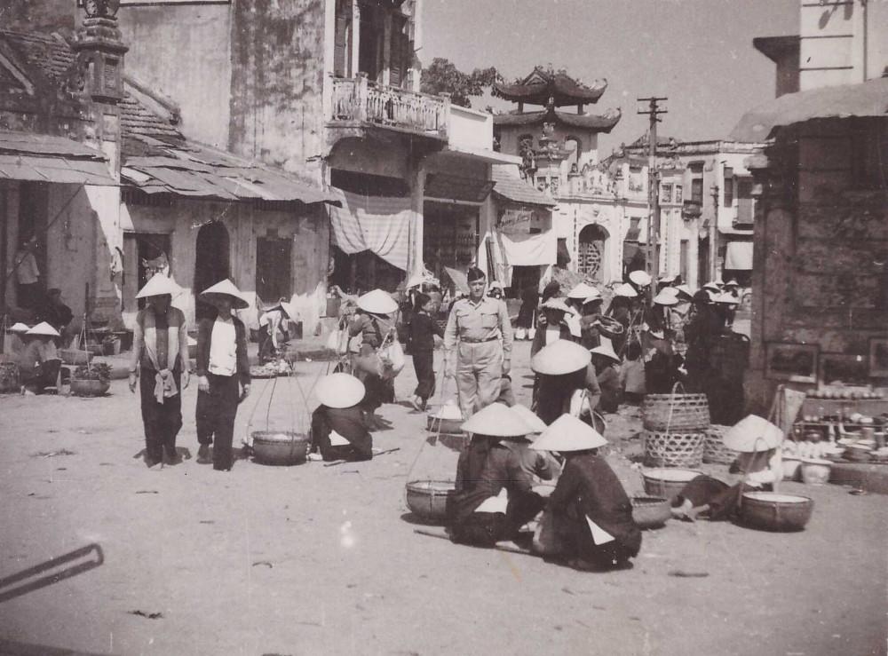 Chợ cóc ở khu phố cổ Hà Nội.