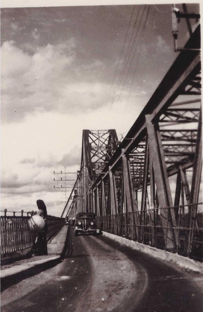 Trên cầu Long Biên.