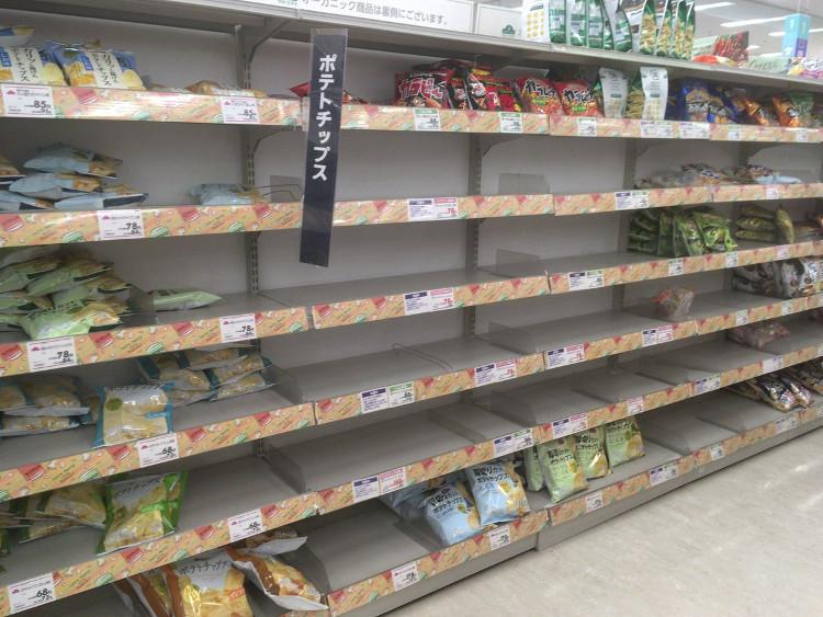 """Khi khoai tây chiên cũng """"out of stock"""" tại Nhật Bản."""
