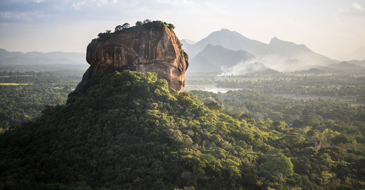 Sigiriya còn được gọi là Núi Sư tử bởi những con buôn người Anh.