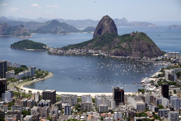 Núi đá Sugarloaf là một biểu tượng của thành phố vùng vịnh Rio de Janeiro xinh đẹp.