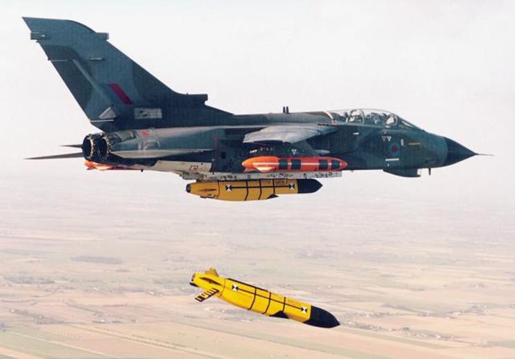 Tên lửa Storm Shadow có tầm bắn khoảng 500km, mang theo đầu đạn nặng 450kg.