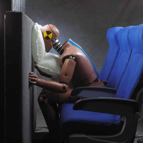 Các ghế ngồi phải có khả năng chịu được chấn động lúc va chạm gấp 16 lần gia tốc trọng trường