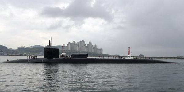 Tàu USS Michigan cập cảng Busan.