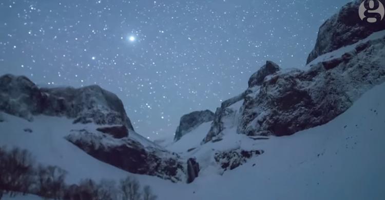 Mưa sao băng trên dãy núi Trường Bạch, Trung Quốc.