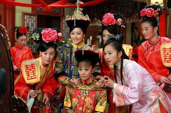Hôn lễ của vua và hoàng hậu tất nhiên không có chuyện om sòm náo động nhưng lễ tiết là không thể thiếu.
