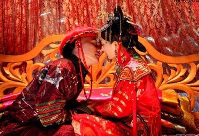 Điểm khác biệt trong hôn nhân của hoàng đế là nghi thức hoành tráng hơn và tinh tế hơn.