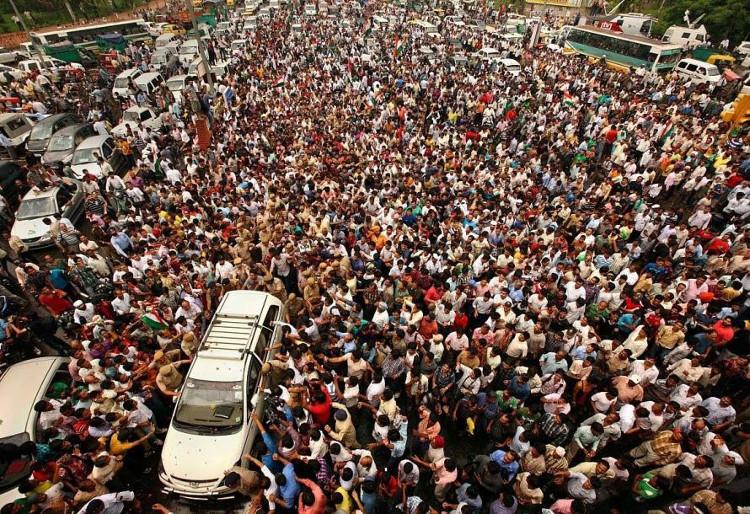 Dân số Trung Hoa vẫn lớn nhất trên thế giới, với con số 1,385 tỷ người.