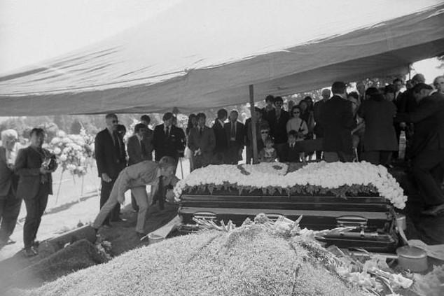 Đám tang Lý Tiểu Long tại Mỹ.