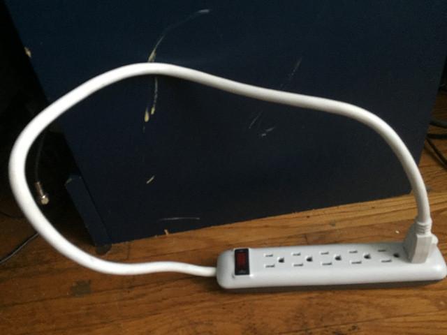 Nếu bạn cắm dây điện vào ổ điện, bạn sẽ có năng lượng vĩnh cửu?