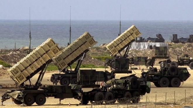 Patriot sử dụng một hệ thống tên lửa đánh chặn và radar tiên tiến.