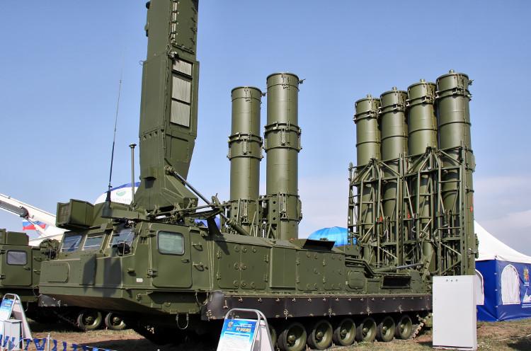 S-300VM là phiên bản nâng cấp của S-300V, còn được gọi là Antey-2500.