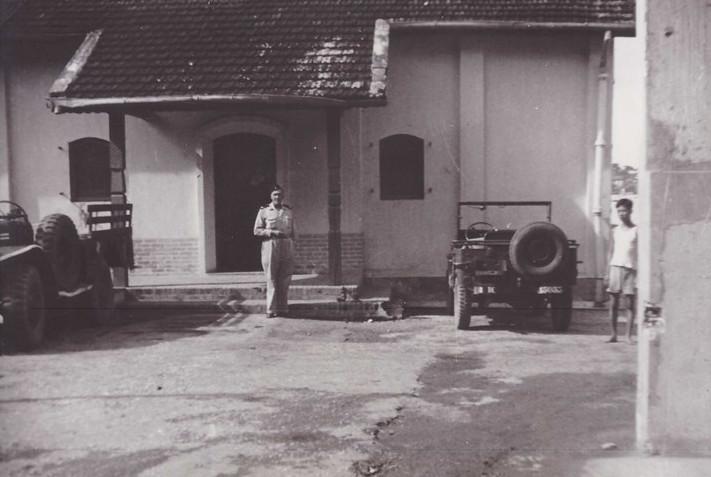 Bên trong một doanh trại của quân Pháp ở Hà Nội.